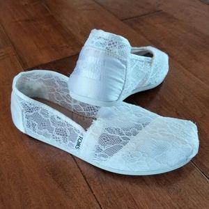 Toms White Lace Flats Size 6.5 EUC